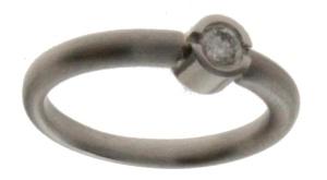 18 krt. witgouden dames ring met 0.17 crt diamant