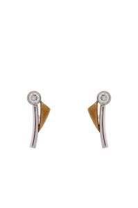 14 krt bi-color gouden oorstekers met daarin 0.10 crt diamant