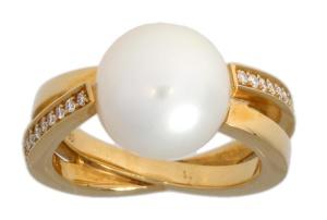 14 karaat geelgouden damesring met akoya parel en 0.18 crtdiamant