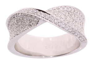 Witgouden damesring met 1.09crt diamant