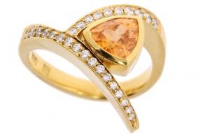 Bijzondere damesring 18krt geelgoud met diamant en mandarijn granaat