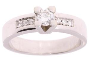 Witgouden damesring met 0.40 crt diamant