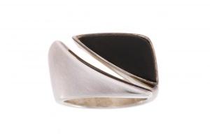 Zilveren ring met onix Charisma
