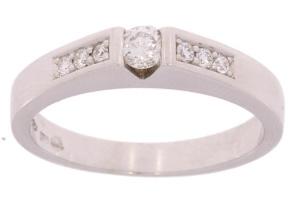 Witgouden ring met 0.32 crt diamant