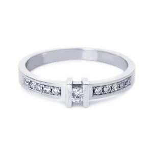 R&C witgouden damesring met 0.12 crt diamant