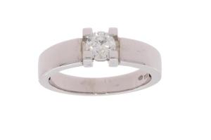 Witgouden damesring met 0.50 crt diamant